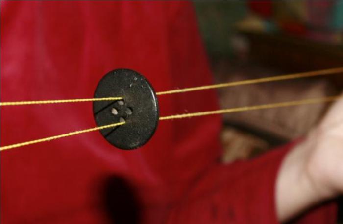 Пуговица на нитке - любимое развлечение советских детей / Фото: x-faq.ru
