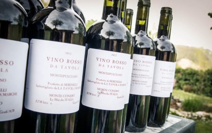 В разных странах столовое вино называется по-разному: в Италии его именуют vino da tavola / Фото: latavolamarche.blogspot.com