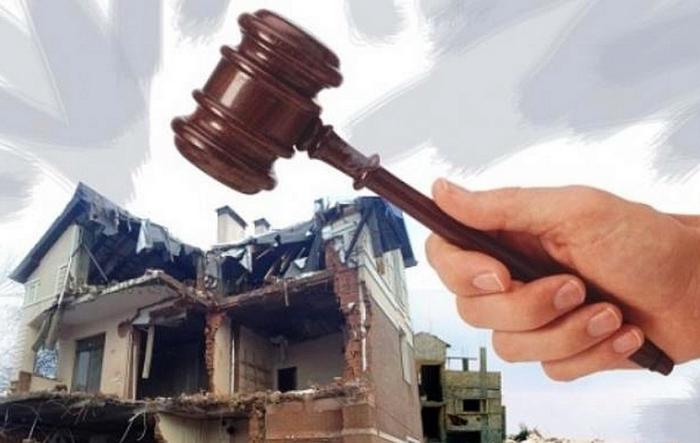 Если сооружение было возведено с нарушением законодательных норм, суд может вынести решение о его сносе / Фото: kungur.bezformata.com