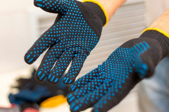 Не рекомендуется покупать перчатки черного или коричневого цвета, так как степень их загрязнения сложно определить / Фото: rosgranitsa.ru