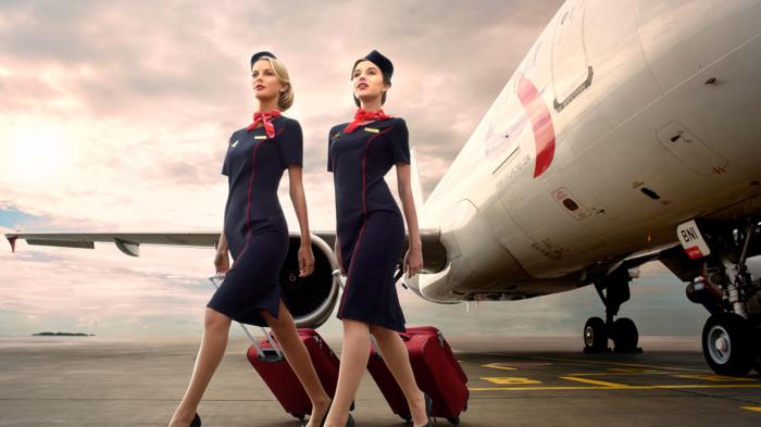 Современные стюардессы носят совсем другую одежду / Фото: lecourrierderussie.com