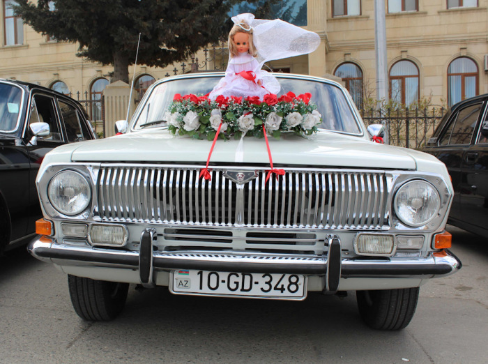 Свадебный кортеж с шашечками никого не удивлял / Фото: www.drive2.ru