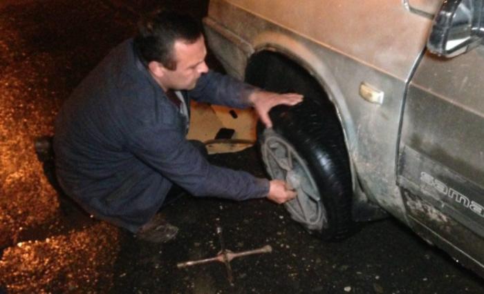 Наказать по закону водителя могут в случае, если он на дороге за городом ночью, находясь вне салона автомобиля, жилет не надел / Фото: shipovnik.ua