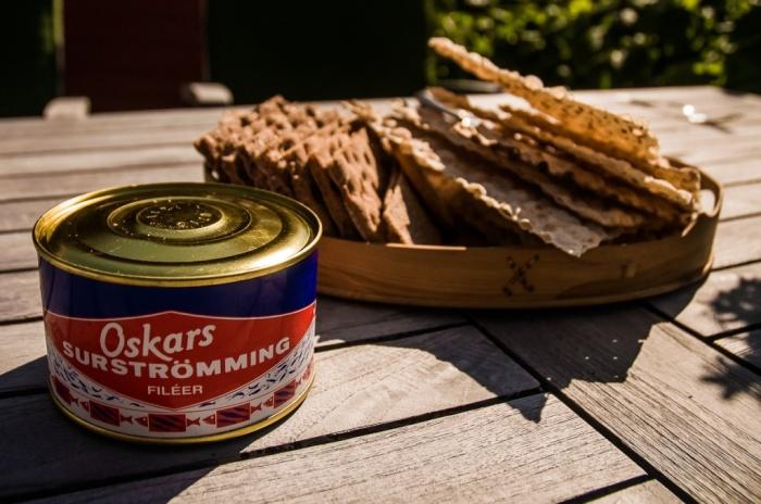 Сюрстремминг - взрывоопасные рыбные консервы, которые производят в Швеции / Фото: turizm.e1.ru