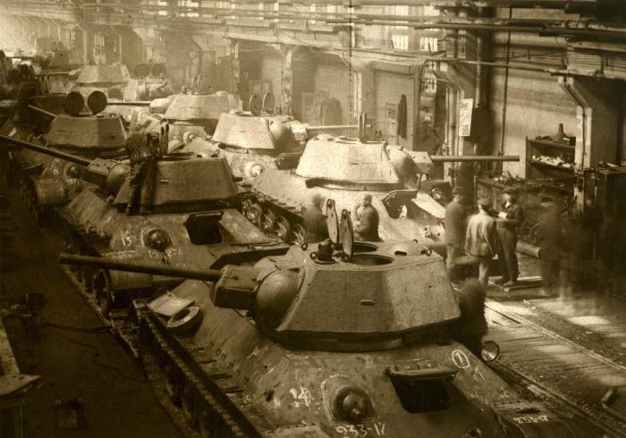 Кроме перечисленных заводов, выпуском Т-34 занимались УЗТМ, ЧКЗ, №174 / Фото: tagilka.ru