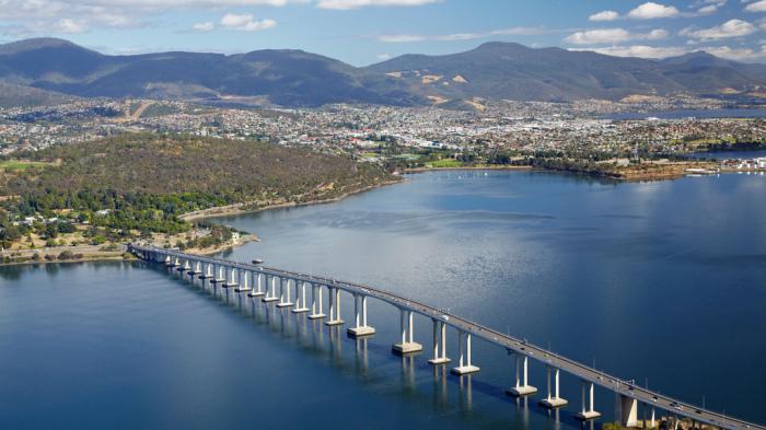 В ходе работ по восстановлению моста была добавлена пятая полоса / Фото: theculturetrip.com