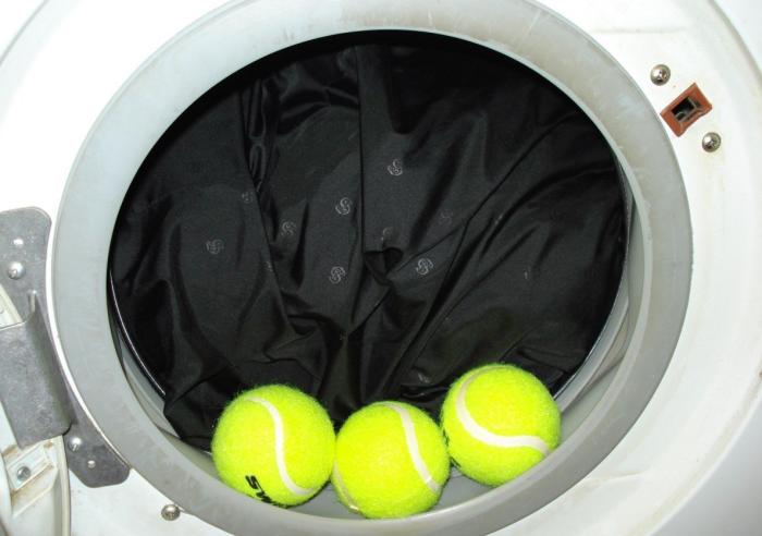 Теннисные мячики выполняют три значимые функции в процессе стирки в стиральной машине / Фото: xclean.info
