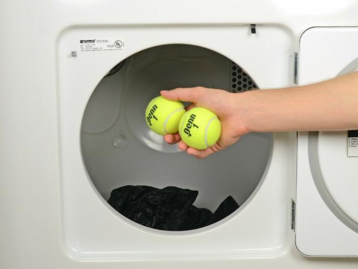 Почему стоит класть теннисные мячи в стиральную машину: 3 причины