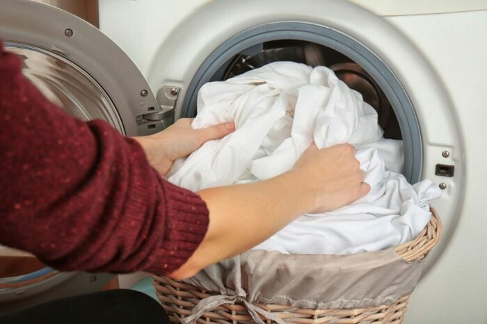 После стирки с мячиками белье можно высушить традиционным способом и не гладить / Фото: shkolagolova.ru