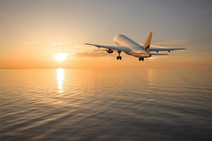 Из-за погрешностей карт фактическое расстояние может быть гораздо больше, поэтому чем ближе самолет к суше, тем короче полет / Фото: lushescapes.com