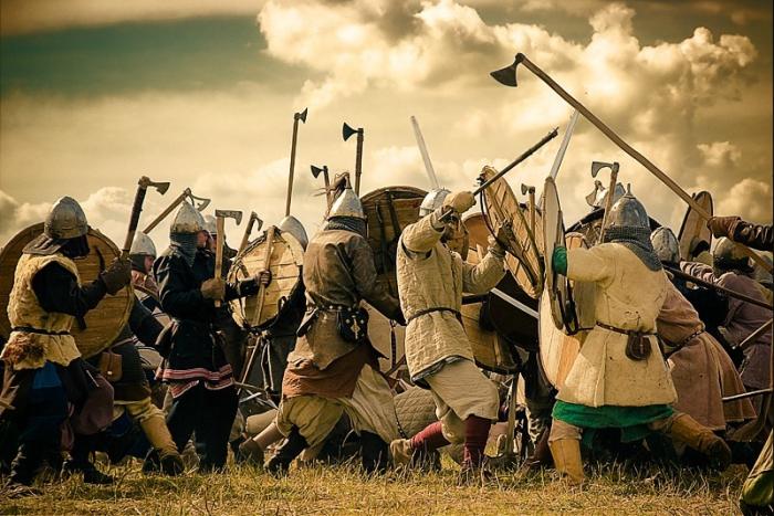 Тактика ведения боя и длинное древко топора давали викингам преимущество перед врагами / Фото: imhotour.ru