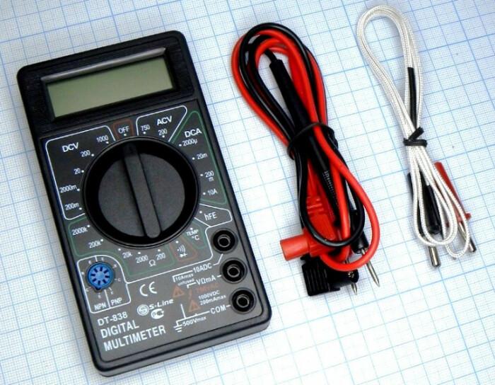 Измерить уровень влаги в тормозной жидкости можно с помощью мультиметра / Фото: a-gadget.in.ua