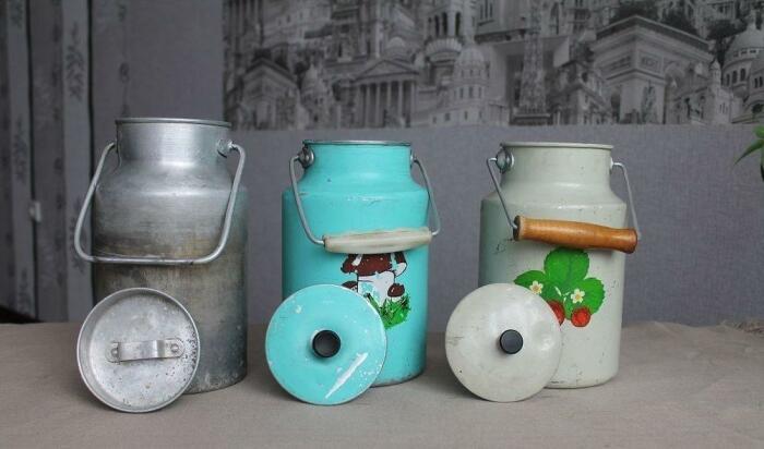 Разливное молоко было удобно носить в специальных бидонах / Фото: rkrp-rpk.ru