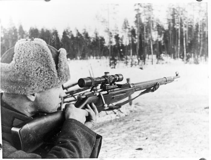 Советских солдат больше устраивала Мосинка – трехлинейка, которая продолжала стрелять, даже если повалялась в песке / Фото: sotasampo.fi
