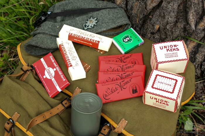 С радостью советские солдаты из вражеских блиндажей забирали конфеты, шоколадные плитки, консервы, открывающиеся при помощи ключика / Фото: veshmeshok.store