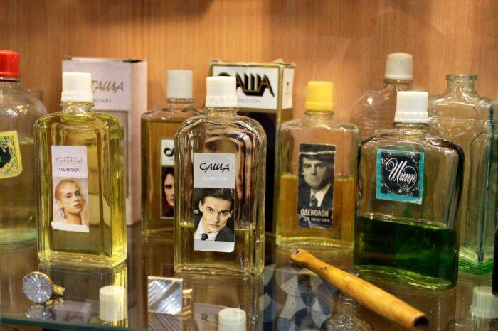 Помимо полюбившегося всем «Тройного» в магазинах стали появляться такие парфюмы, как «Саша» и «Шипр» / Фото: account.travel