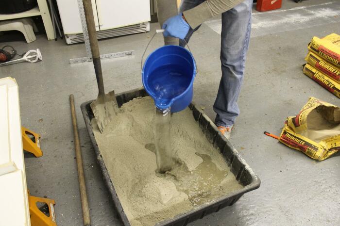 Использовать для приготовления раствора необходимо исключительно чистую воду / Фото: unipack-ug.ru