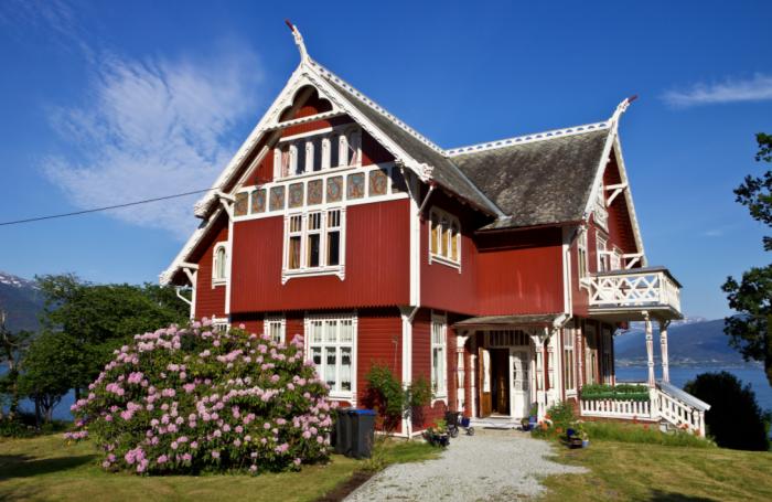 Ярким цвет домов в Норвегии делает вещество черлядь / Фото: 1zoom.net