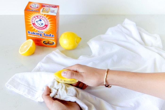 Справиться с проблемой белых пятен поможет сок лимона / Фото: polsov.com