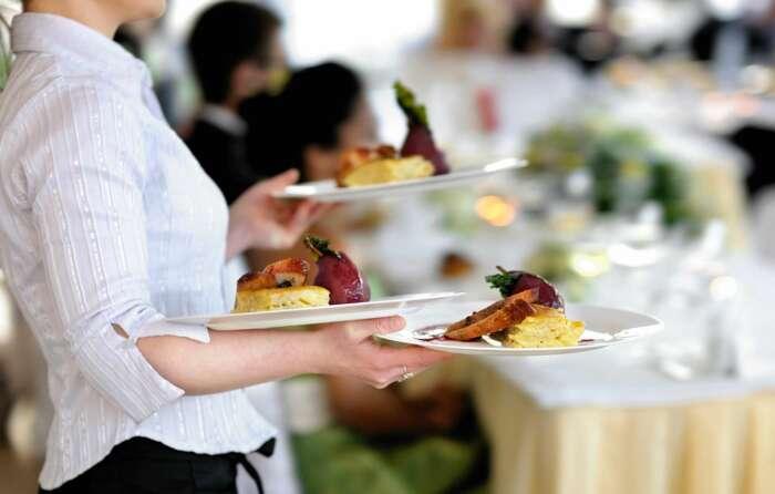 Не посмотрев меню, не заказывайте предложенные официантом блюда / Фото: food.inmyroom.ru