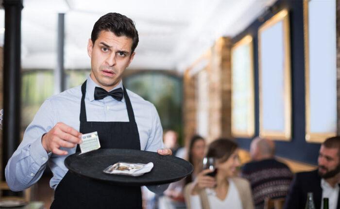 Если человеку понравилось обслуживание, он может на свое усмотрение оставить чаевые / Фото: dagpravda.ru