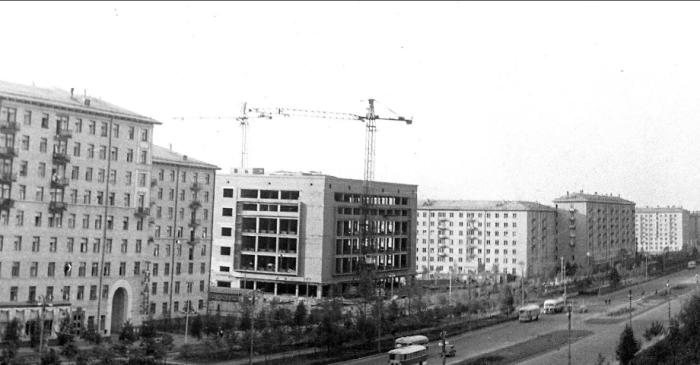 Было принято решение построить универмаг будущего на Ленинском проспекте / Фото: pastvu.com