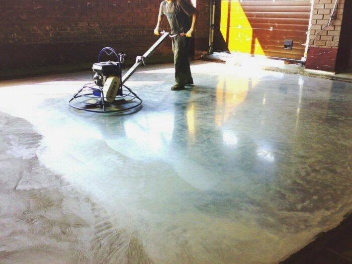 Упрочнение бетона топпингом обеспечивают поверхности износостойкость и высокие декоративные качества / Фото: ru.all.biz