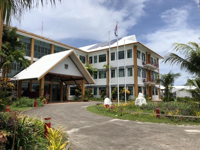 Здание правительства и Национальный банк в Фунафути / Фото: svenlucaworld.com