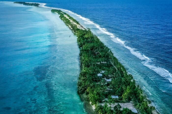 Всего в стране 26 кв. км суши, тогда как лагуны в атоллах занимают площадь в 500 кв. км / Фото: bing.com