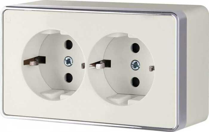 В стандартной розетке по бокам есть специальные контакты, предотвращающие поражение током. / Фото: gipso.yarfotograf.ru