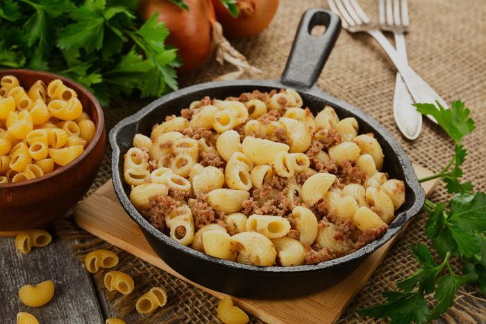Таким же способом можно приготовить и макароны «по-флотски» / Фото: professionali.ru
