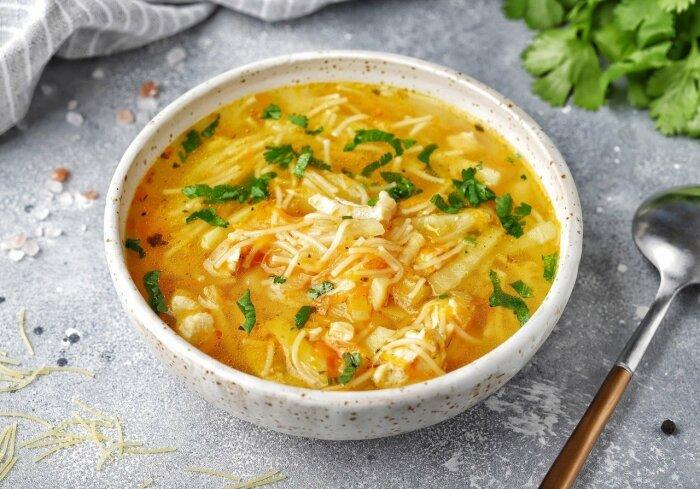 Обжаренная вермишель в супе не разварится, что улучшит не только вид блюда, но и улучшит его вкусовые качества / Фото: m.fotostrana.ru