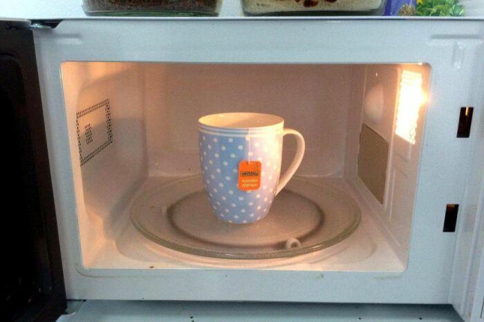 Приготовление чая в Америке сводится к кружке с пакетиком чая, разогретой в микроволновке / Фото: webtekno.com