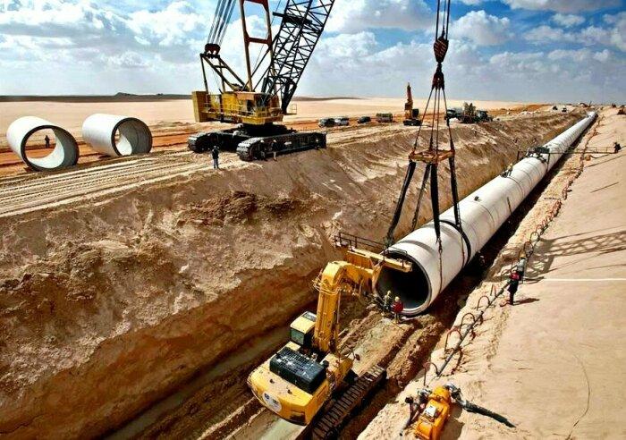 Муаммар Каддафи, лидер Ливии, в 1984 г. решил воспользоваться случаем и начал работу над проектом по добыче воды и поставкам ее из южной части территории в северные районы Ливии / Фото: kurs.com.ua