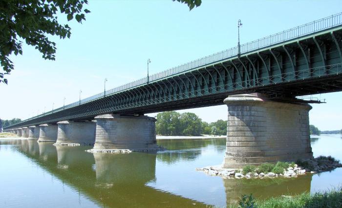 Бриарский водный мост - один из самых старых акведуков / Фото: commons.m.wikimedia.org