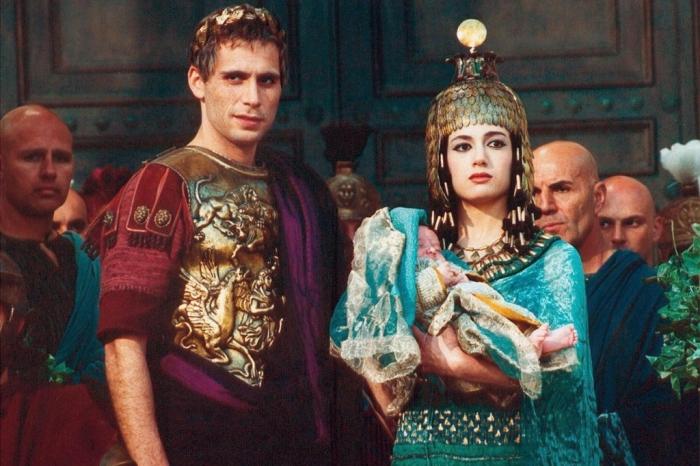 Клеопатра родила полководцу прекрасного сына, названного в честь знаменитого отца Цезарионом / Фото: smart-lab.ru