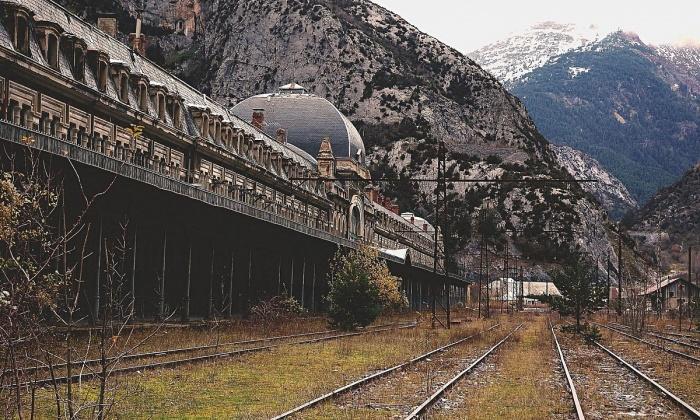 В одном из тоннелей, прилегающих к вокзалу Canfranc, была оборудована научная лаборатория / Фото: redeveloper.ru