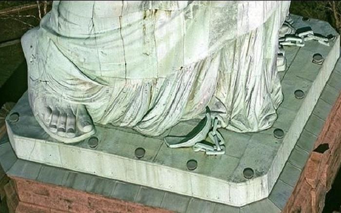 О наличии разорванной цепи у ног Статуи Свободы известно немногим / Фото: zefirka.net