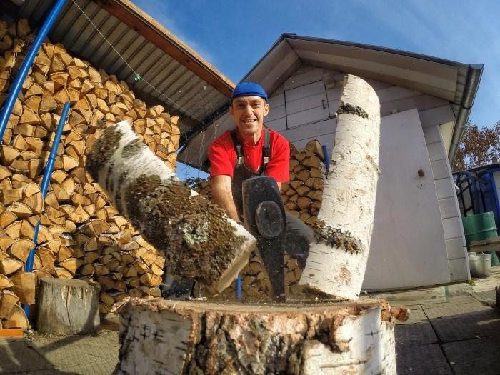 Дерево следует выбирать, исходя из пород, произрастающих в регионе, береза отлично подходит для топки бани / Фото: photosight.ru