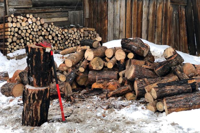 Зима - идеальное время года для заготовки дров / Фото: drive2.com