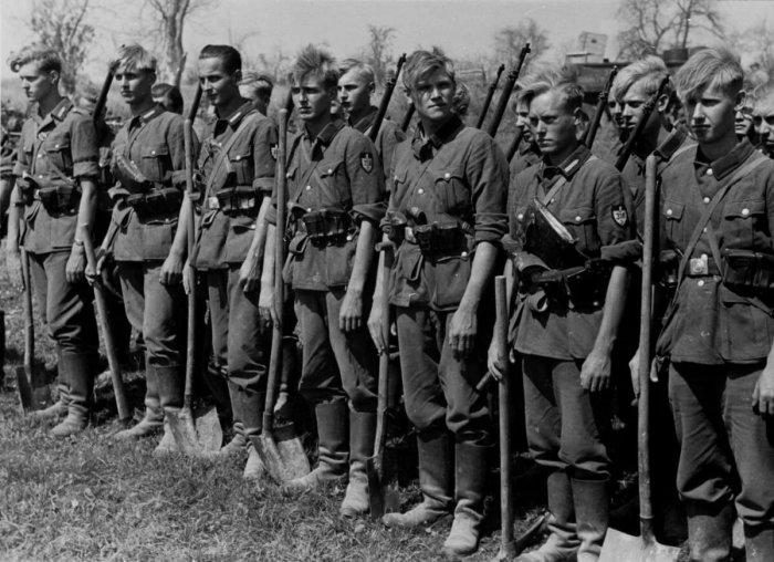 Форму для немцев шили военнопленные в лагерях / Фото: yandex.ua