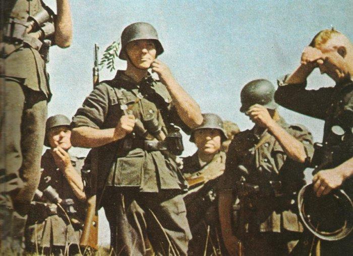 Форма немецких солдат шилась из шерсти, а потому была колючей и теплой / Фото: twitter.com