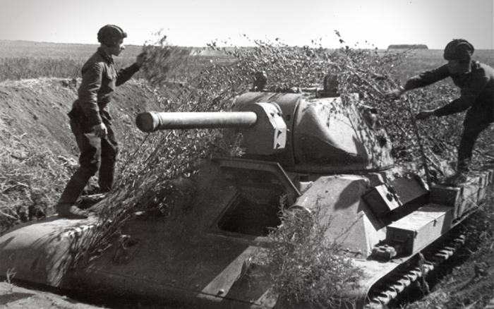 Советские войска заранее вырыли окопы, траншеи, противотанковые рвы, сделали бункера, подготовили минные поля и позиции артиллерии / Фото: discover24.ru