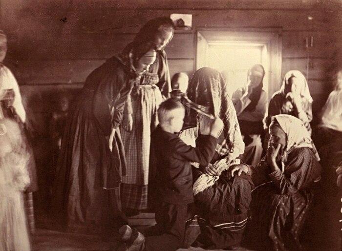 Чтобы стать хозяйкой в доме мужчины, иногда требовался всего лишь ритуал с платком, и спустя час ты уже в новом амплуа / Фото: litnet.com