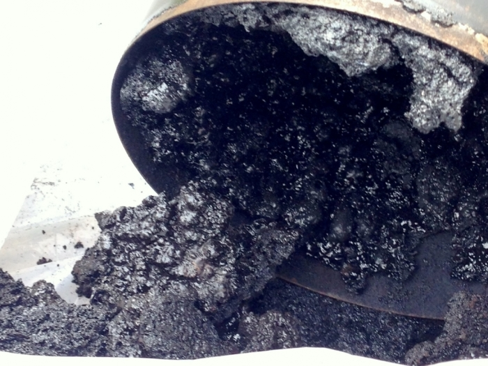 Для профилактики шпалы пропитывают специальным веществом креозотом / Фото: maki-stove.osaka.jp