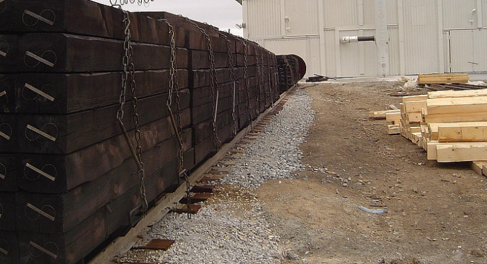 Древесина обрабатывается креозотом один раз на заводе / Фото: wtt.global