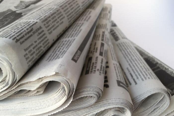 Как избавиться от запаха в холодильнике при помощи газеты, если помыть его нет времени