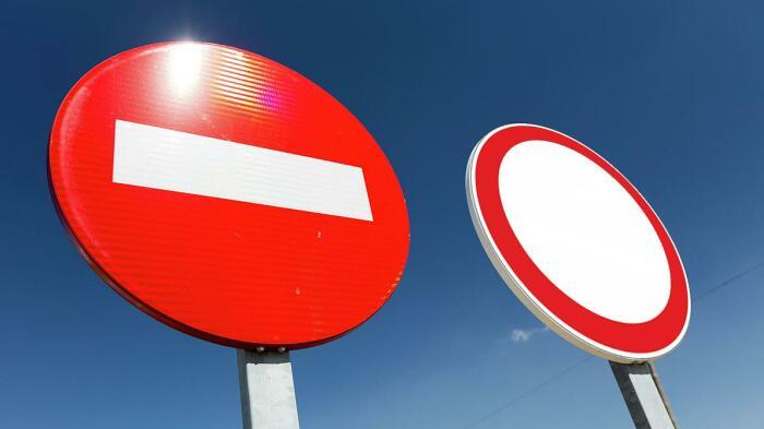 Знак «Кирпич» не распространяется на маршрутные такси, тогда как «Движение запрещено» предусматривает несколько исключений / Фото: safpro.ru