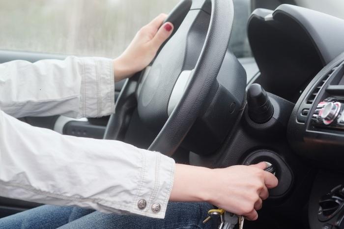 Опытные водители могут определить наличие проблемы с аккумулятором по звуку стартера / Фото: candklocksmiths.com