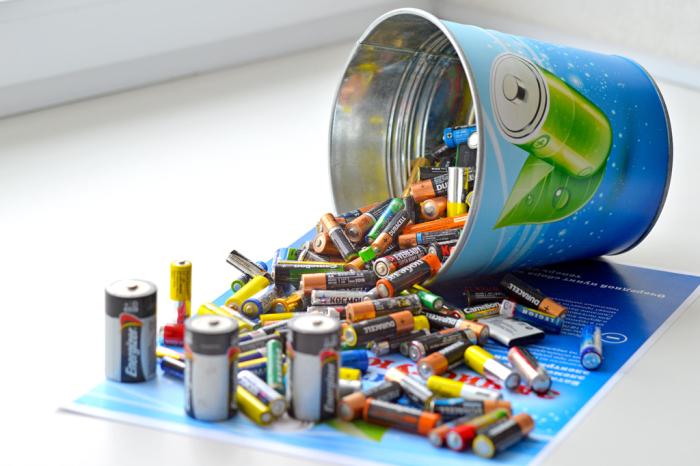 Зачастую новые и использованные батарейки хранятся в одном месте / Фото: retail-loyalty.org